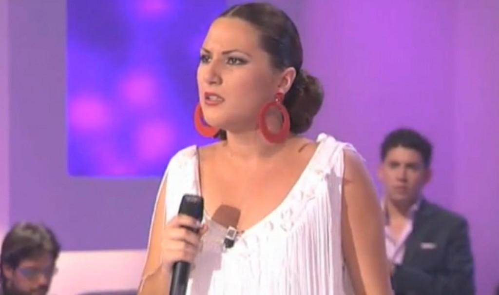 """Laura Gallego cantando """"Una Cantaora"""" en el Desafio."""