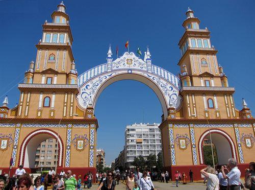La Feria de Sevilla en 2014 será integramente en Mayo
