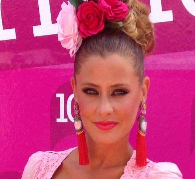 Elisabeth Reyes de flamenca en la Feria de Málaga