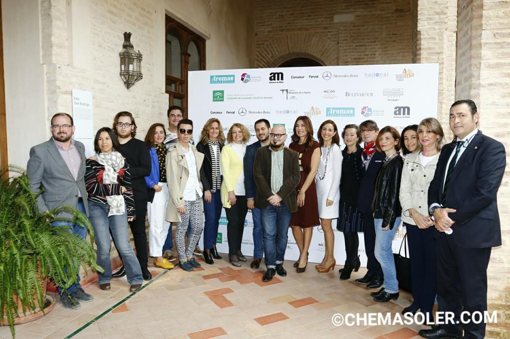 Algunos de los diseñadores con Raquel Revuelta y miembros de Adema