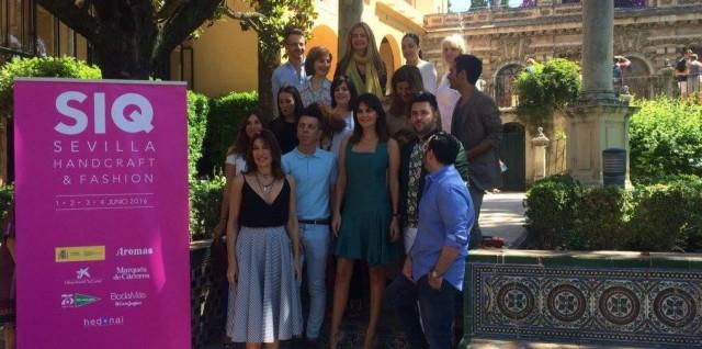 Raquel Revuelta junto a los diseñadores de SIQ. Foto: Doble R