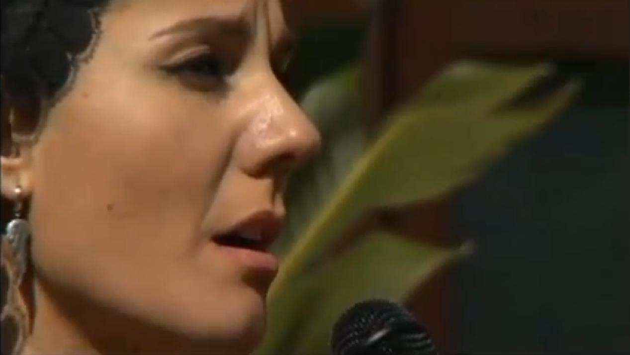 Saeta de Diana Navarro al Cautivo y a la Trinidad de Málaga