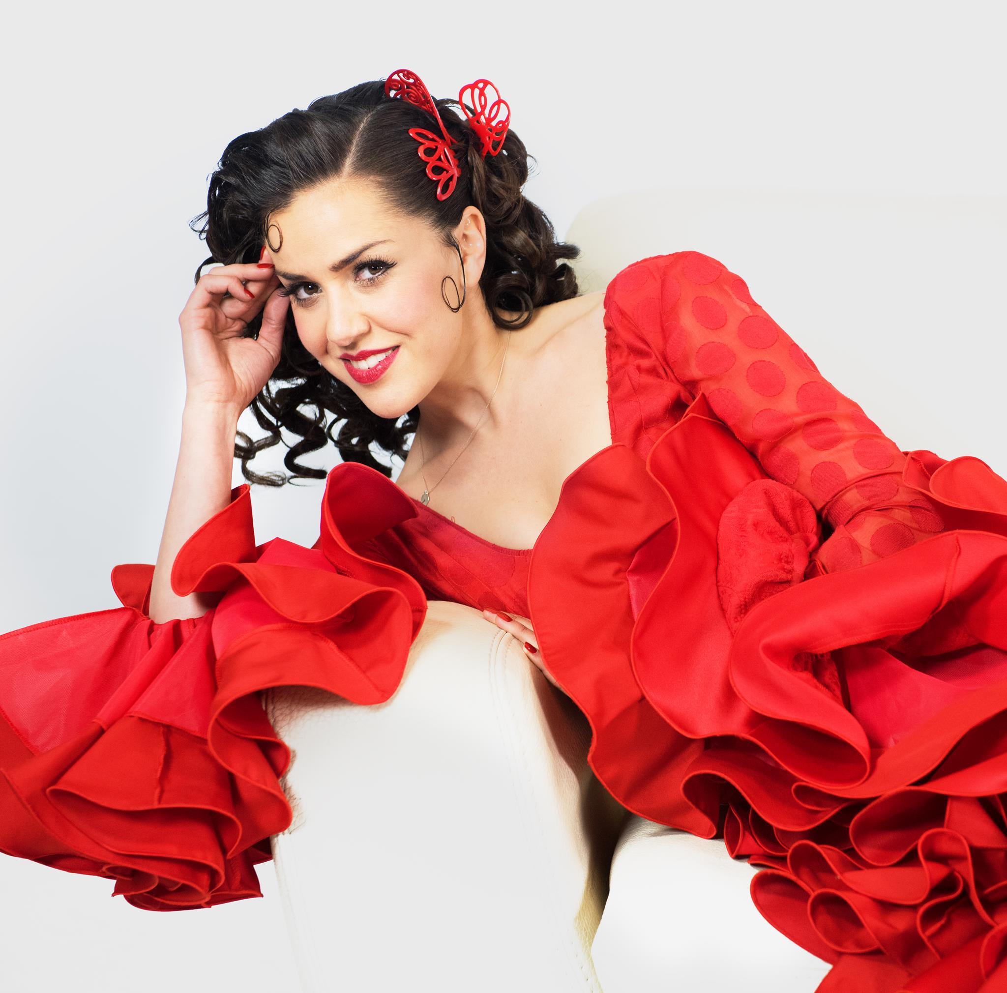 La cantante Roko se pone como la flamenca del whatsapp