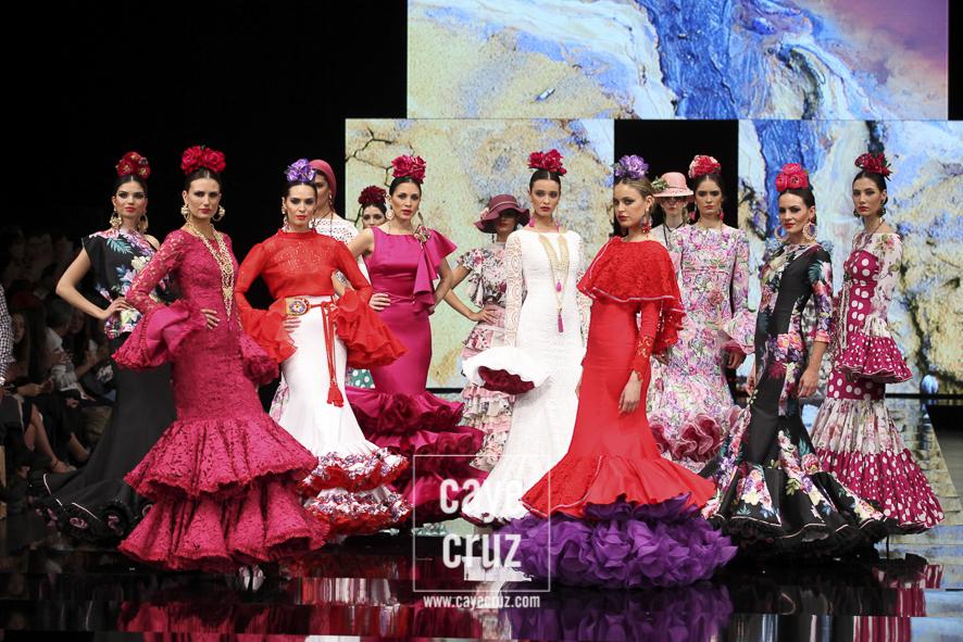 Los 10 Mandamientos para vestir correctamente de flamenca en la Feria