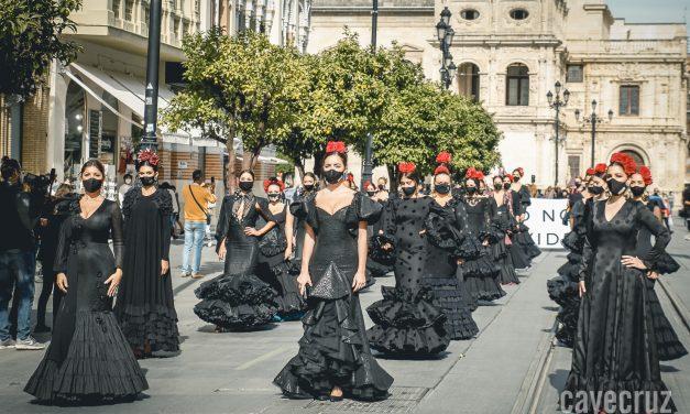 LunarOff: El luto por la moda flamenca desfila en Sevilla